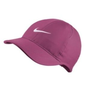 Nike Women's Featherlight Cap - Active Fuscia